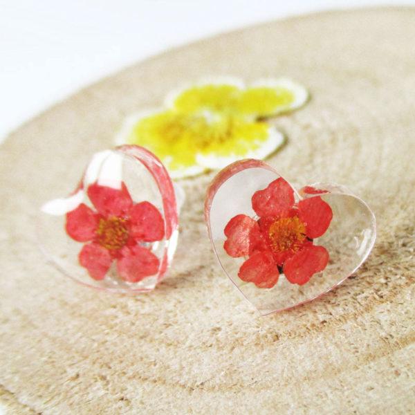 Boucles d'oreilles Cœur rouge Corail bijou nature en résine d'inclusion et fleurs séchées fait main en france