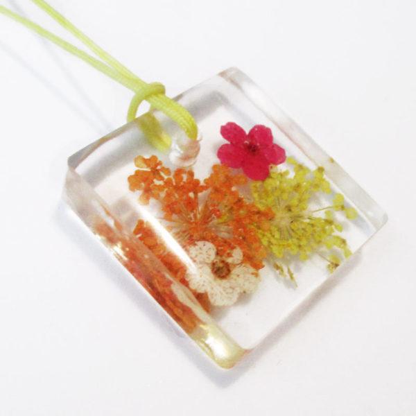 pendentif-adele-bijou-floral-resine-fleurs-naturelles-cadeau-femme-nature
