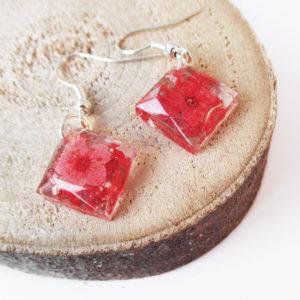 boucles d'oreilles rouge inclusion resine fleur bijou