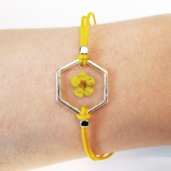 bracelet jaune inclusion resine fleur bijou