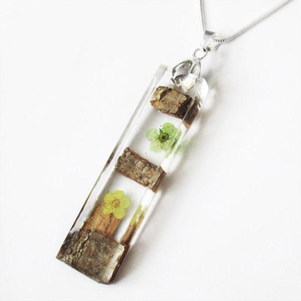 pendentif-bois-collier resine fleur-cadeau bijou nature femme