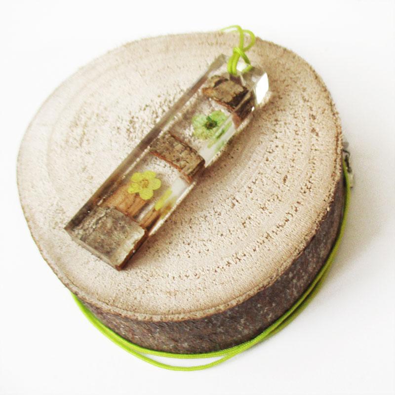 pendentif bois et fleur cadeau femme lanaflore. Black Bedroom Furniture Sets. Home Design Ideas
