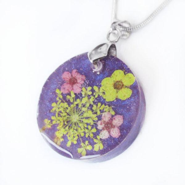 pendentif-coraline-collier violet résine fleurs cadeau bijou femme nature