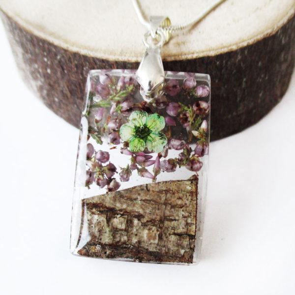 pendentif fait main en résine fleurs et bois cadeau bijou nature femme