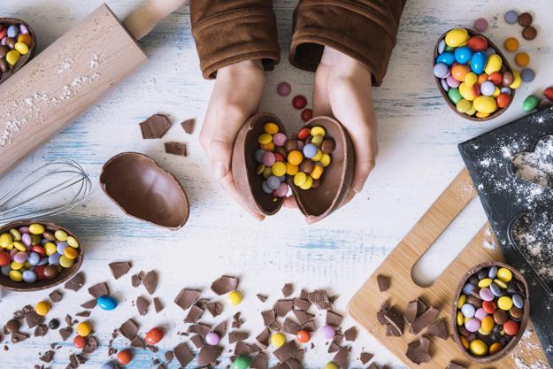 oeuf cadeau de pâques chocolat cuisine bijou fleurs
