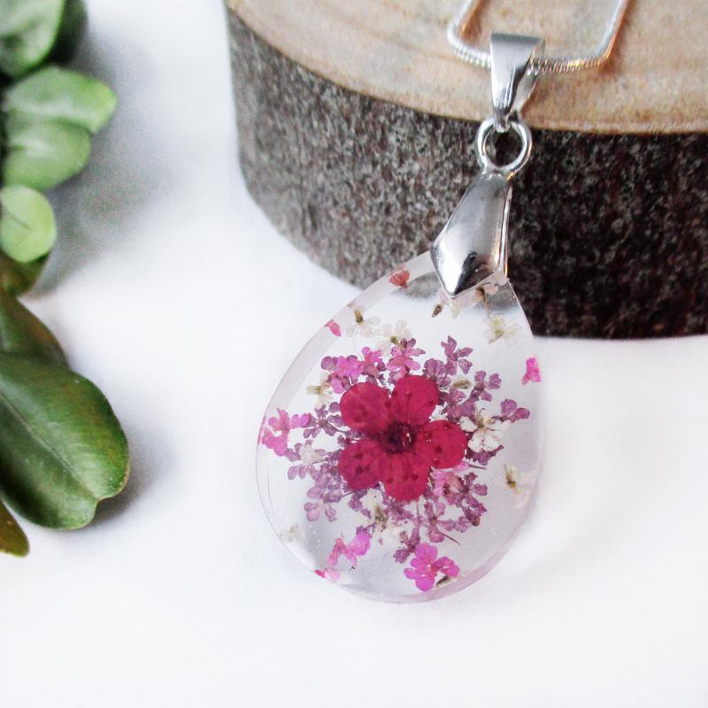 pendentif valentine bijou floral artisanal en r sine et fleurs lanaflore. Black Bedroom Furniture Sets. Home Design Ideas