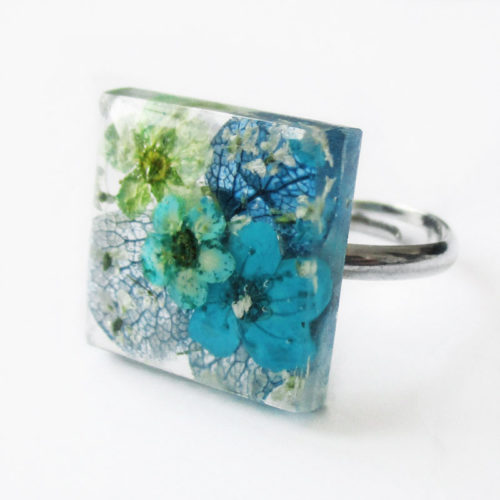bague-artemis-bijou-floral-resine-fleur-personnalisable-bijou-nature-cadeau-végétal-femme