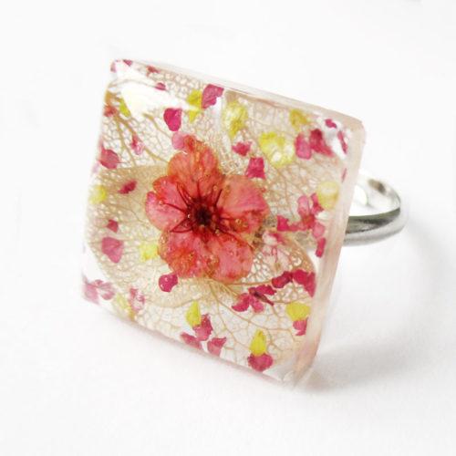 bague-gemma-bijou-nature-resine-fleur-personnalisable-bijou-végétal-cadeau-fleurs-femme