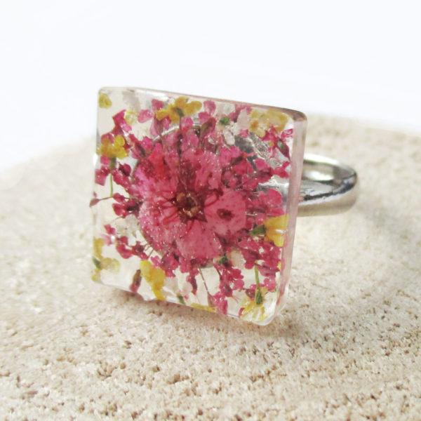 bague-kim-bijou-nature-resine-fleur-personnalisable-bijou-végétal-cadeau-fleurs-femme