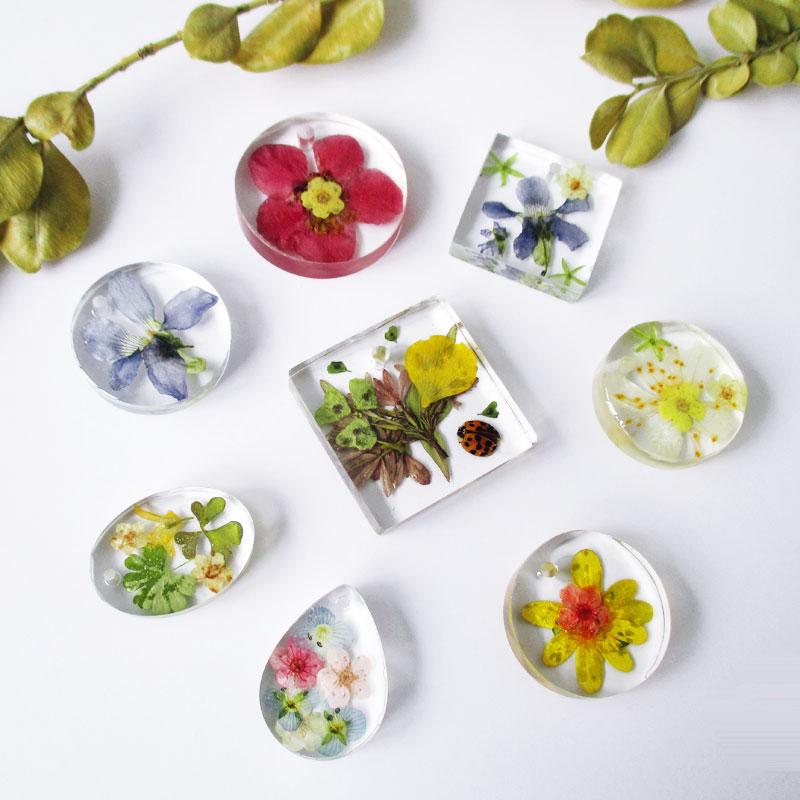 un bijou unique pour la fête des mères-cadeau-femme-fleurs-résine