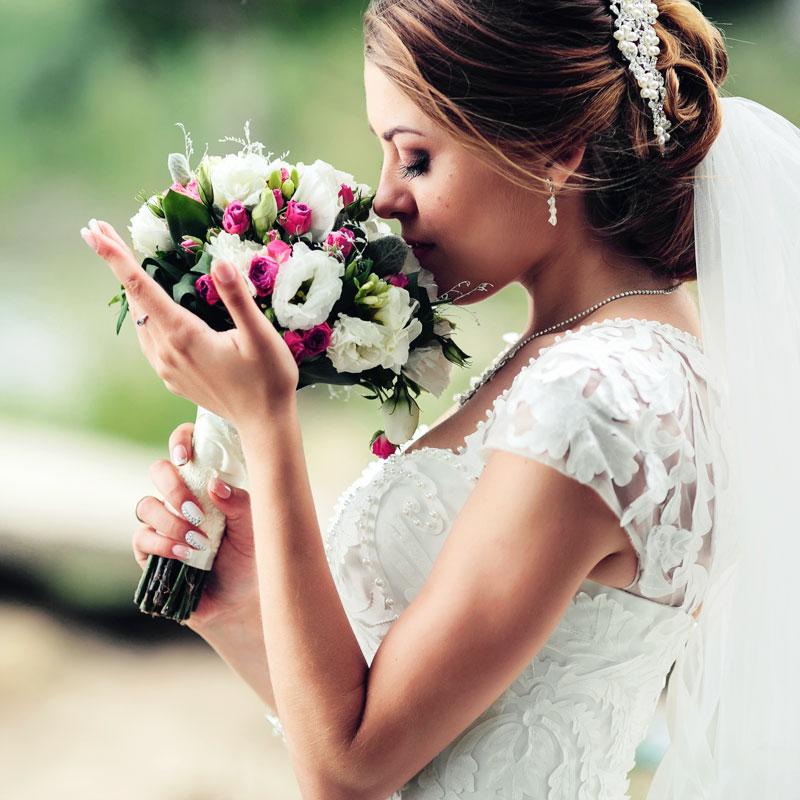 Bijoux de mariage nature : on le dit avec des fleurs !