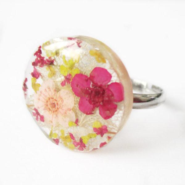 bague-luna pastel-bijou-nature-resine-fleur-personnalisable-bijou-végétal-cadeau-fleurs-femme