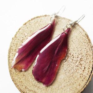 Boucles d'oreilles Feuilles Nature Fuchsia en résine d'inclusion bijou végétal bijoux nature florale feuille naturelle cadeau femme unique