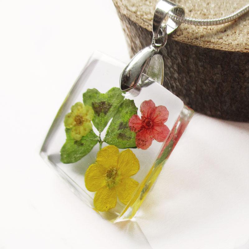 pendentif tr fle collier fleur bijou fait main en r sine et fleurs nature lanaflore. Black Bedroom Furniture Sets. Home Design Ideas