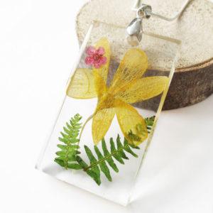 pendentif victoria bijou fleur résine fleurs naturelles cadeau femme nature bouton d'or bijou floral unique tendance végétal argent 925 sterling