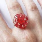 bague scarlett résine d'inclusion fleurs séchées bijoux nature végétal bague florale