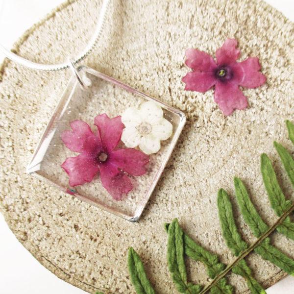 pendentif éclat de rose ivoire collier végétal résine d'inclusion bijoux nature fleurs naturelles cadeau floral femme argent sterling 925