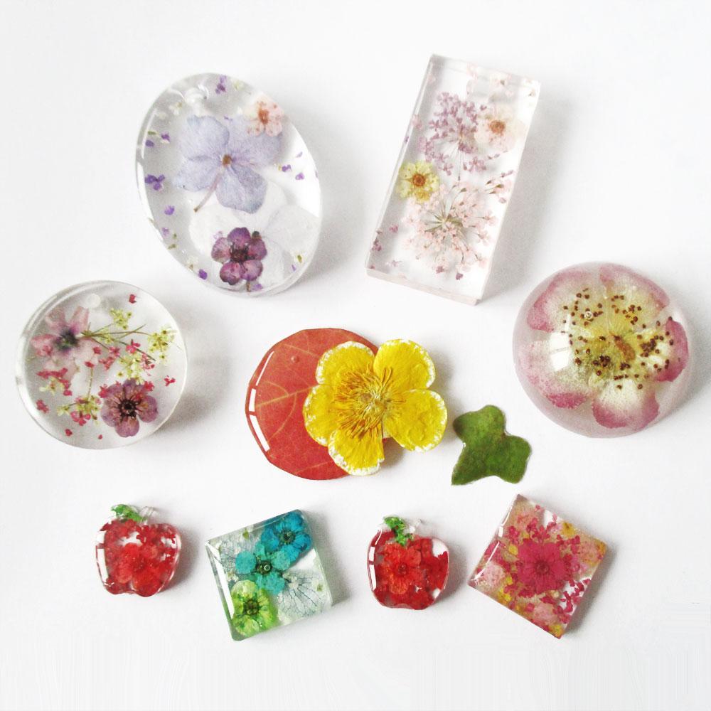 cadeau nature bijou fleurs bijoux nature cadeau de noel unique original collier floral fleurs en résine d'inclusion fait main artisanat made in france