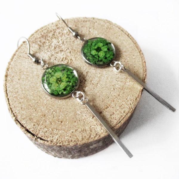 Boucles d'oreilles vertes vertigo vert bijoux nature violette résine inclusion lanaflore bijoux végétal feuilles séchées fleurs naturelles cadeau femme original
