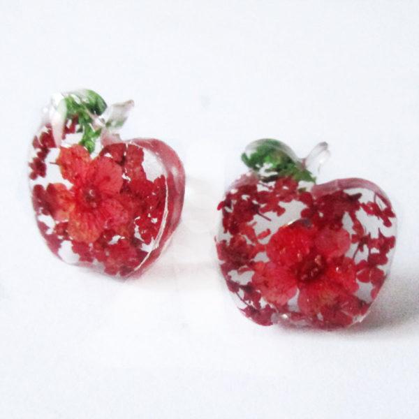 Boucles d'oreilles pommes d'amour rouge bijoux nature résine inclusion lanaflore bijoux végétal feuilles séchées fleurs naturelles cadeau femme original