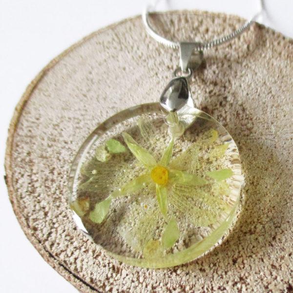 pendentif emy vert jaune résine d'inclusion bijou nature fleurs naturelles cadeau floral collier végétal bijou nature femme argent sterling 925