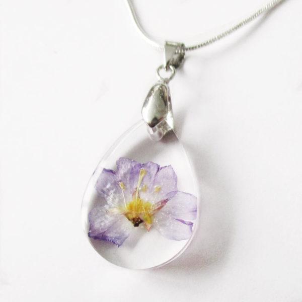 pendentif louane résine d'inclusion bijou nature fleurs naturelles cadeau floral violet mauve collier végétal bijou nature femme argent sterling 925