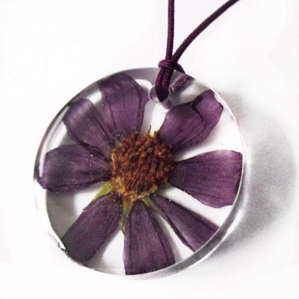 pendentif romy résine d'inclusion bijou nature pâquerette marguerite violette fleurs naturelles cadeau floral collier végétal bijou nature femme argent sterling 925