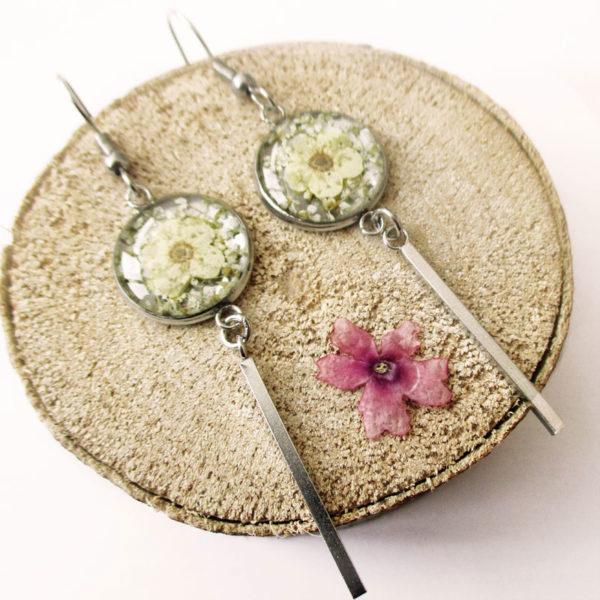 Boucles d'oreilles irene blanc ivoire bijoux nature turquoise résine inclusion lanaflore bijoux végétal fleurs naturelles cadeau femme original