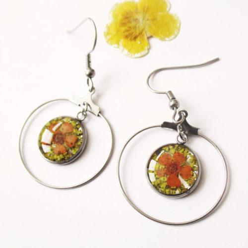 boucles-d'oreilles-orangeade jaune orangée résine d'inclusion fleurs séchées bijoux nature