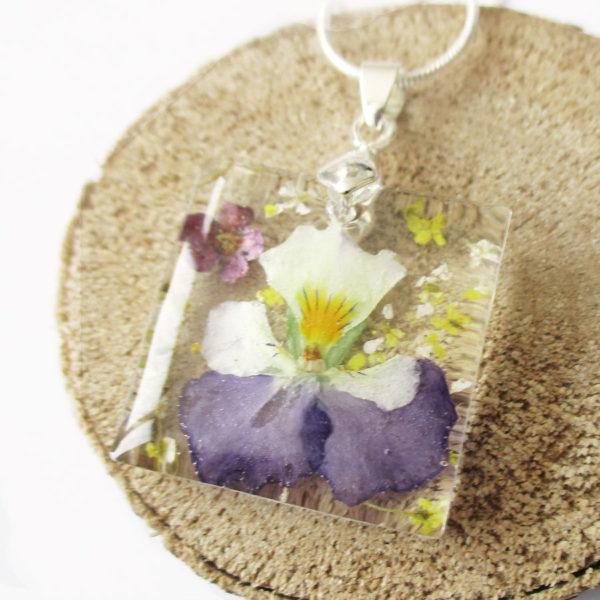 pendentif azélie pensée violette résine d'inclusion bijou nature fleurs naturelles cadeau floral collier végétal bijou nature femme argent sterling 925