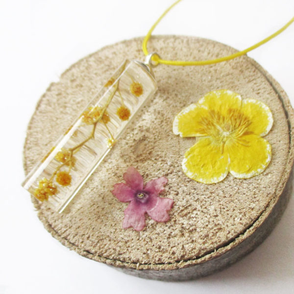 pendentif-mimosa-jaune-resine-inclusion-fleurs-bijoux-nature