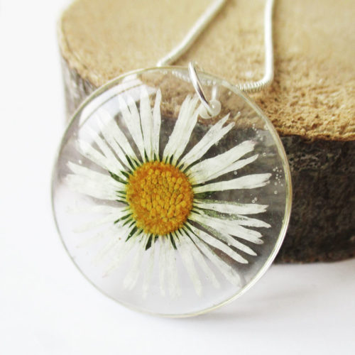 pendentif-bianca-paquerette-blanche-resine-inclusion-fleurs-bijoux-nature