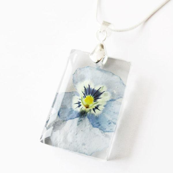 pendentif pensée bleue résine d'inclusion bijou nature fleurs naturelles cadeau floral collier végétal bijou nature femme argent sterling 925