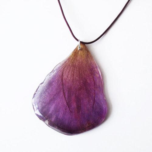 pendentif pétale violet anémone collier végétal résine d'inclusion bijoux nature fleurs naturelles cadeau floral femme argent sterling 925