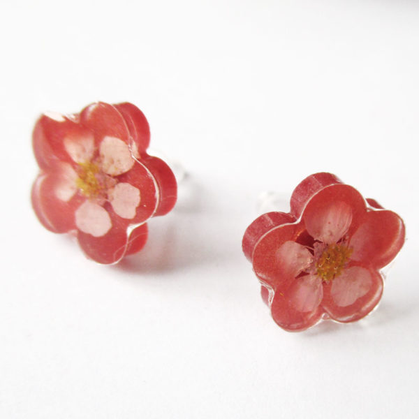 Boucles d'oreilles fleur grenadine rose rouge bijou nature en résine d'inclusion et fleurs séchées fait main en france
