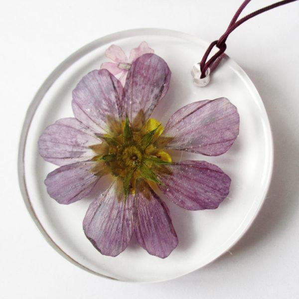 pendentif arya fleur violette rose bouton d'or collier végétal résine d'inclusion bijoux nature fleurs naturelles cadeau floral femme argent sterling 925