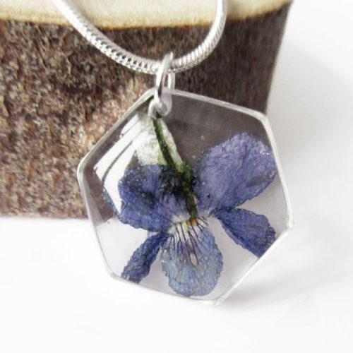 pendentif leonor bleu résine d'inclusion bijoux nature fleurs naturelles cadeau floral collier végétal bijou violette femme argent sterling 925