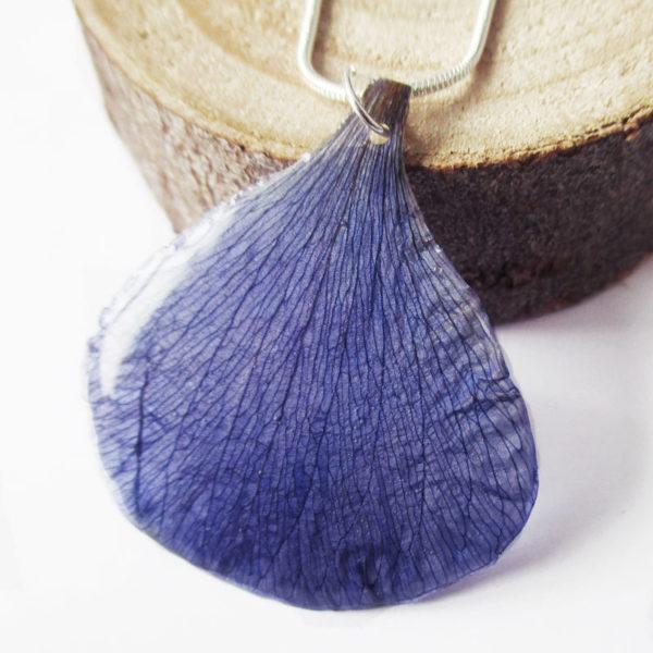 pendentif pétale bleu anémone collier végétal résine d'inclusion bijoux nature fleurs naturelles cadeau floral femme argent sterling 925