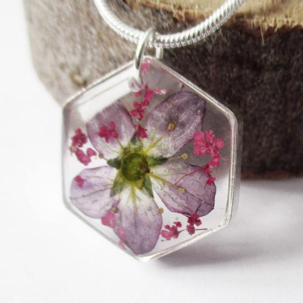 pendentif sybil résine d'inclusion bijoux nature fleurs naturelles cadeau floral collier végétal bijou violette femme argent sterling 925
