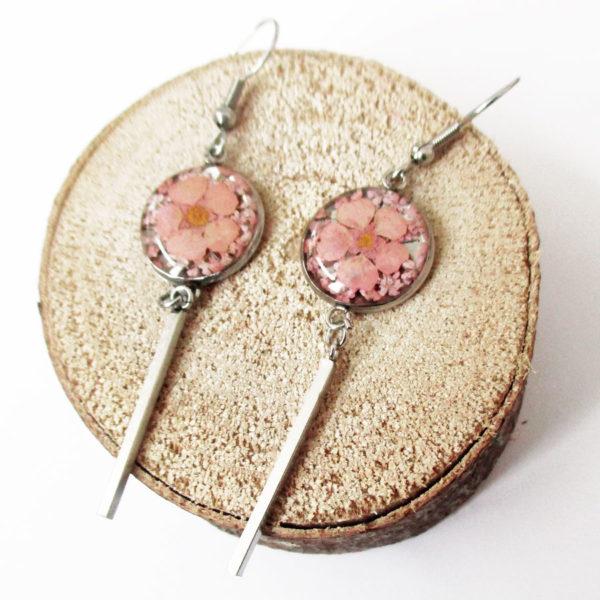 Boucles d'oreilles june rose pâle bijoux fleur nature résine inclusion lanaflore bijoux végétal fleurs naturelles cadeau femme original