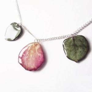 bijoux personnalisés fleurs résine nature rose commande sur mesure