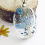 pendentif-fleurs-bleues-résine d'inclusion bijou nature lilas fleurs naturelles cadeau floral collier végétal bijou nature femme argent sterling 925