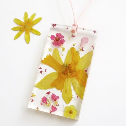 pendentif livia fleur jaune et rose collier végétal résine d'inclusion bijoux nature fleurs naturelles cadeau floral femme argent sterling 925