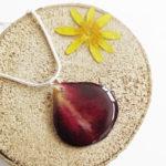 pendentif Pétale de Rose rouge en résine d'inclusion et fleurs couleur bordeaux sang collier floral Bijoux femme cadeau original nature en argent 925