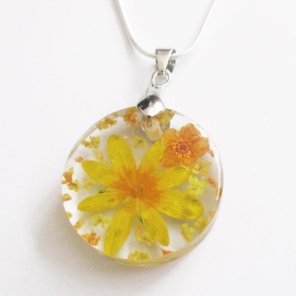 pendentif salomé fleur jaune orange résine d'inclusion bijou nature lilas fleurs naturelles cadeau floral collier végétal bijou nature femme argent sterling 925