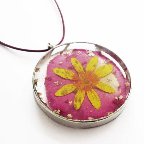 pendentif solveig bijou fleur pétale de rose résine fleurs naturelles cadeau femme nature-bijou floral unique tendance végétal
