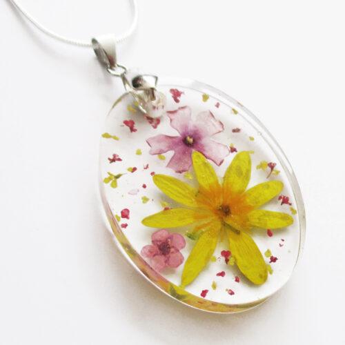 pendentif zoé fleur jaune et rose collier végétal résine d'inclusion bijoux nature fleurs naturelles cadeau floral femme argent sterling 925