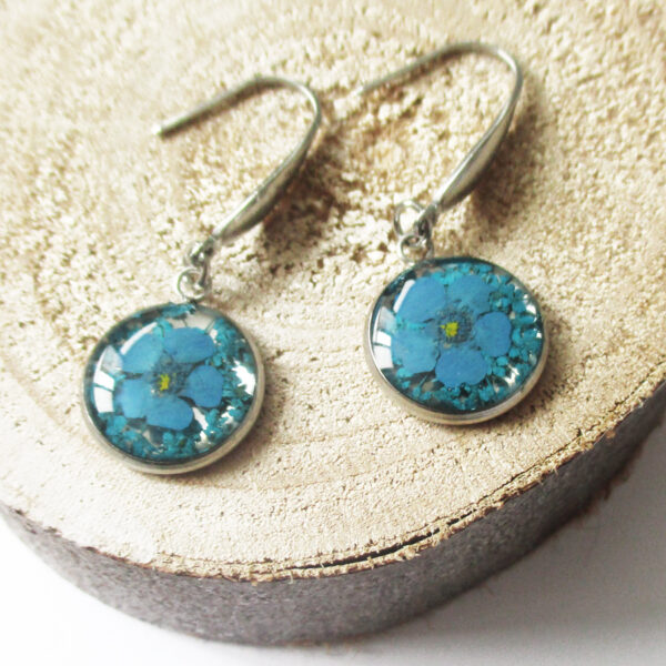 boucles d'oreilles aqua bijoux nature résine inclusion lanaflore bijoux végétal fleurs bleues naturelles cadeau femme original