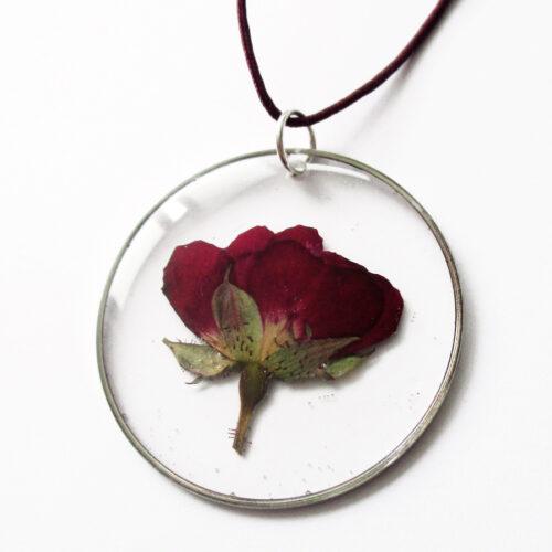 pendentif amour de rose fleur naturelle résine inclusion bijou nature bijoux végétal femme cadeau
