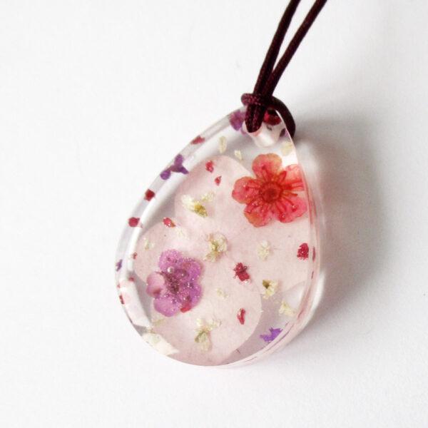 Pendentif Orphée bijou nature en résine et fleurs naturelles rose bijoux végétal cadeau femme